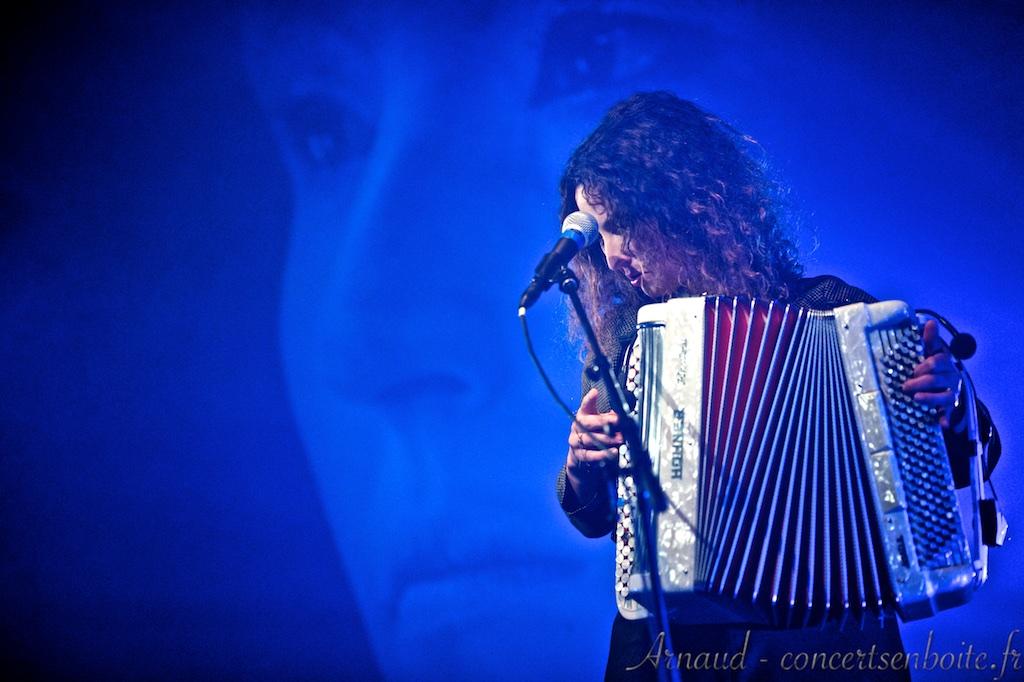 photo live de Ottilie Bouchareu